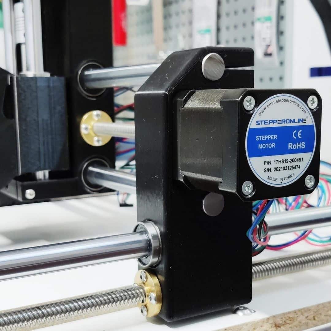 Dremel CNC Kulma X-askelmoottori